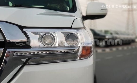 Buy Import Toyota Land Cruiser White Car in Import - Dubai in Arhangaj
